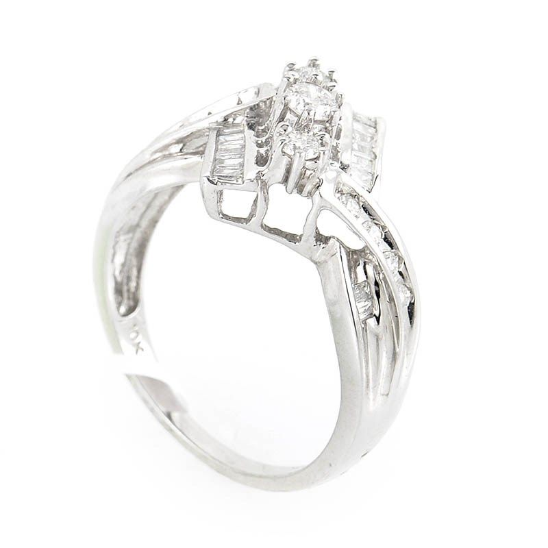 Magnificent 10K White Gold Diamond Ring