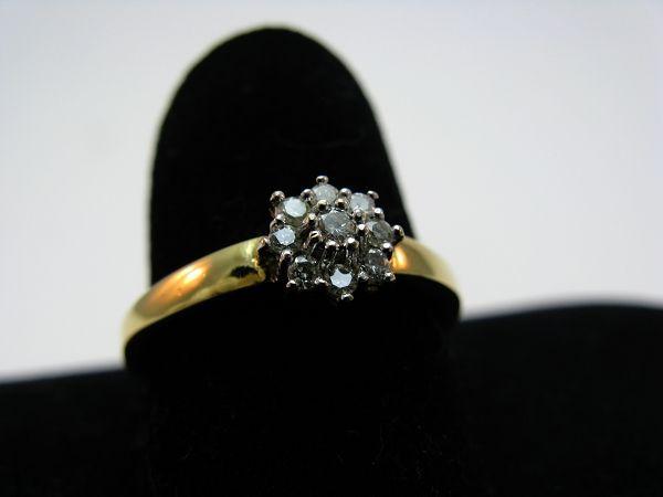 R191 750er 18kt Gelbgold Gold Ring in Blütenform mit 9 Brillanten